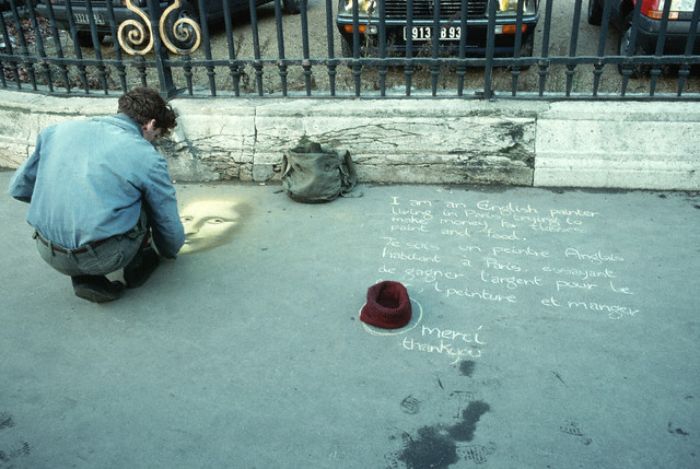 Paris, France --- A Street artist draws the face of the Mona Lisa on a sidewalk in front of the Louvre to try to earn money. --- Image by © Owen Franken/CORBIS